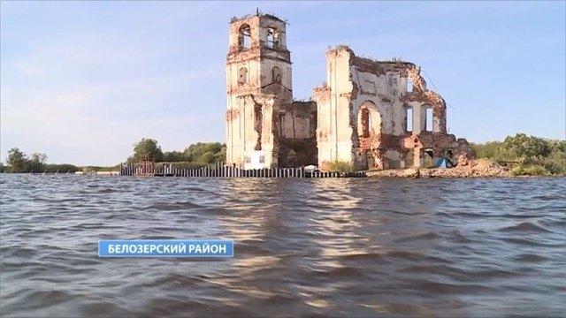 Единственный вРоссии храм наводе выдержал удар стихии