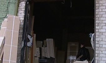 Череповчанина насмерть задавило металлическими воротами