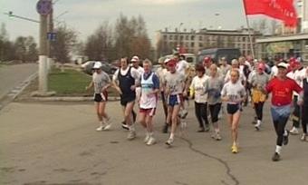 Череповецкие атлеты заПобеду пробежали марафон