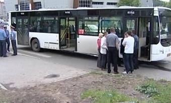 Подростки вВологде едва непогибли под колесами автобуса