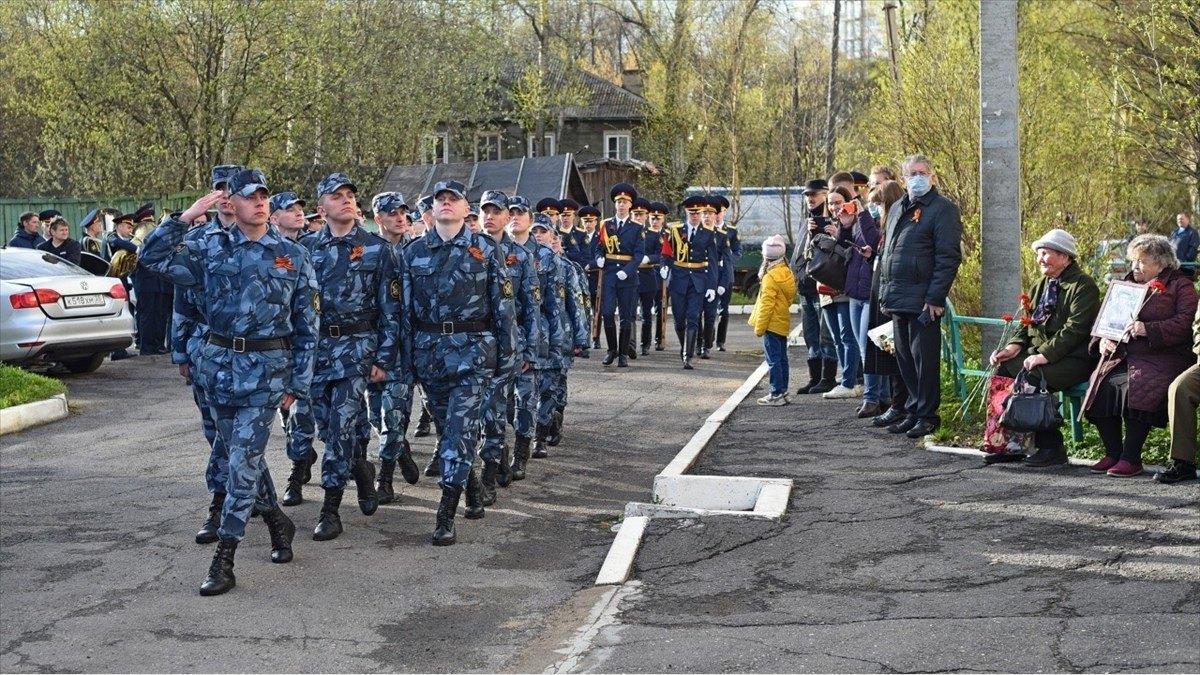Парадом уДома ветеранов иминутой молчания завершился День Победы вВологде