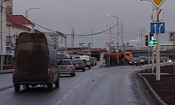 Разметка наразвязке уЯгорбского моста вынуждает череповчан нарушать правила