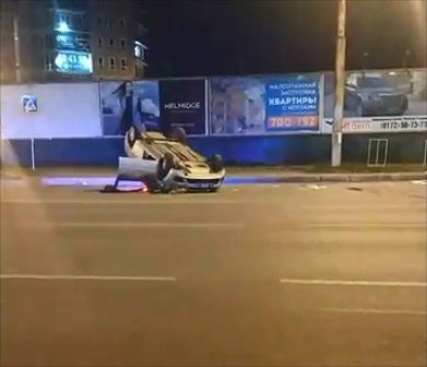Патрульный автомобиль перевернулся, преследуя нарушителя вВологде