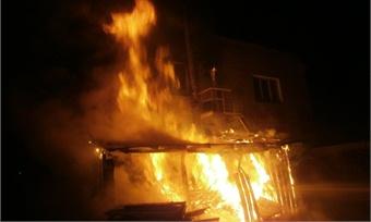 Торгово-офисное помещение сгорело сегодня ночью вЯсной поляне
