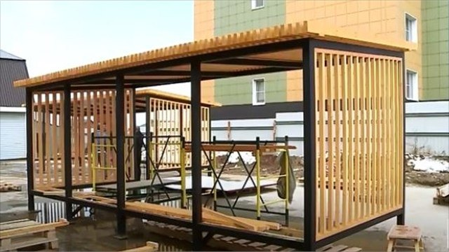 Два новых автобусных павильона вдеревянной стилистике изготавливают для Северного района Череповца