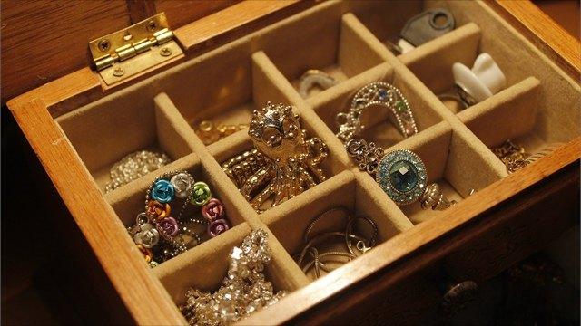 Житель Тарноги пришел вгости кдругу иукрал золотые украшения его родителей