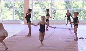 Маленькие вологжанки «Юной грации» учатся умастера спорта