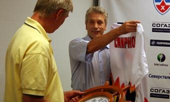 Хоккейная «Северсталь» лишилась тренера