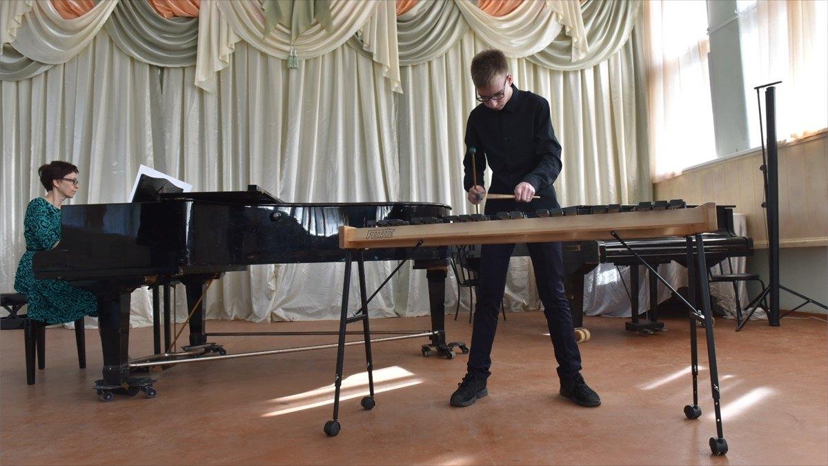 Музыкальные школы получили инструменты