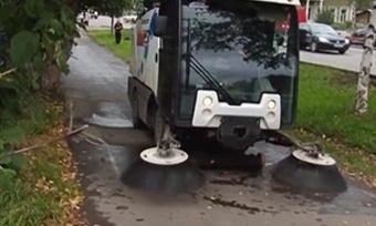 Улицы Вологды приводят впорядок специальные пылесосы