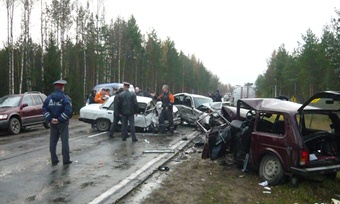 4автомобиля столкнулись натрассе Вологда— Новая Ладога— 3человека погибли