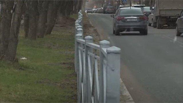 Заградительные заборы вдоль череповецких дорог жестко раскритиковали череповчане