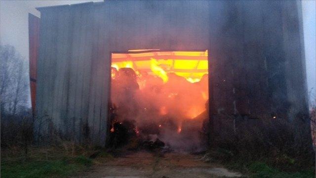 Ангар ссеном горел вВологодской области