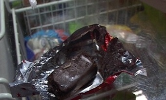 Червяков вместо начинки нашла вшоколадных конфетах череповчанка