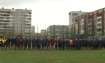 Юные череповецкие футболисты получили вподарок поле сискусственным покрытием