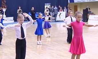 ВВологде напаркет вышли пятилетние танцоры