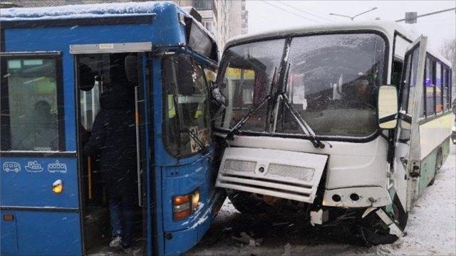 ДТП Череповца: три автобуса столкнулись наперекрестке Сталеваров-Ленина