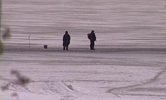 Жителя Устья-Кубенского района, провалившегося под лед, достали спасатели