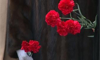 Слезы икрасные гвоздики: День памяти жертв политических репрессий провели сегодня вЧереповце
