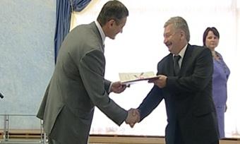 Лучшие работники ЧерМК получили заслуженные награды