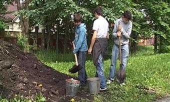 Подростки восстанавливают святые места Вологодчины