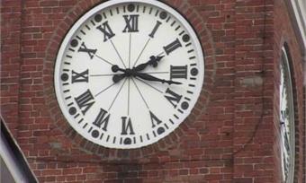 Главные часы Череповца снова заработали