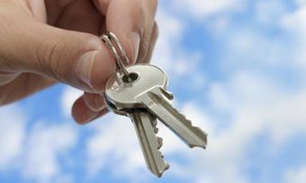 Кирилловские ветераны Великой Отечественной получили ключи отновых квартир