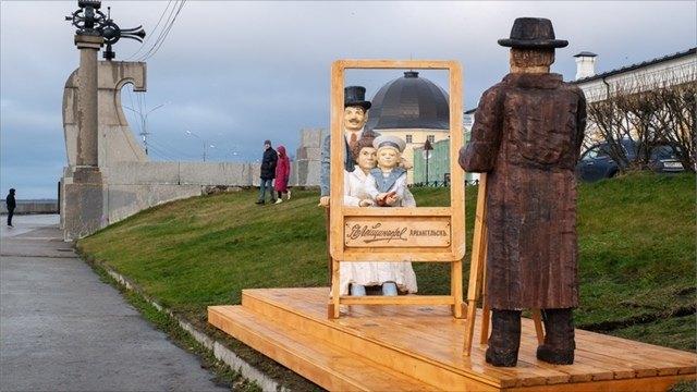 Нанабережной Архангельска открылась деревянная фотостудия Якова Лейцингера