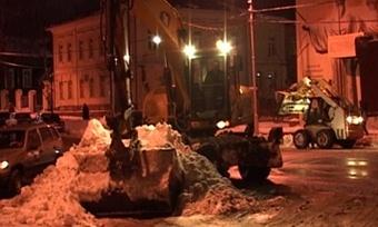 Снегопад выгнал наулицы Череповца сотню единиц уборочной техники