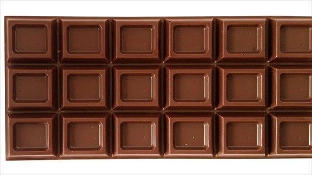 Украл шоколадку, потому что хотелось сладкого